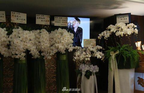 Flower, Flower Arranging, Floristry, Floral design, Artificial flower, Plant, Bouquet, Cut flowers, Ceremony, Spring,