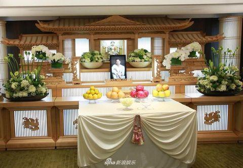 Floristry, Furniture, Room, Table, Building, Interior design, Architecture, Floral design, Flower Arranging, Buffet,