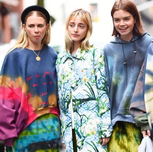 【穿搭筆記】12個必學「紮染穿搭」法!這個夏天就當個抽象派的時髦女孩吧