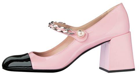靴[h65]¥104,000[参考価格](ミュウミュウ/ ミュウミュウクライアントサービス tel0120 45 1993)