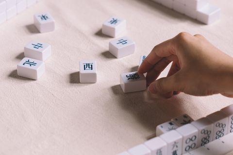 「馬丘」全白簡約宋體麻將,就算沒贏錢在牌桌上看了也開心