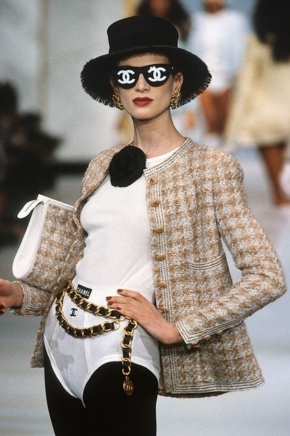 chanel the complete karl lagerfeld collections , chanel  kristen mcmenamy walks for chanel ss 1993