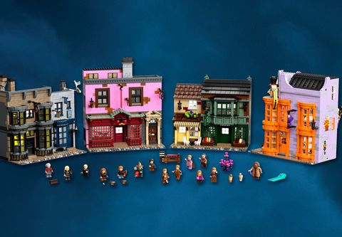 深藍色的背景前有各式各樣的建築及小人
