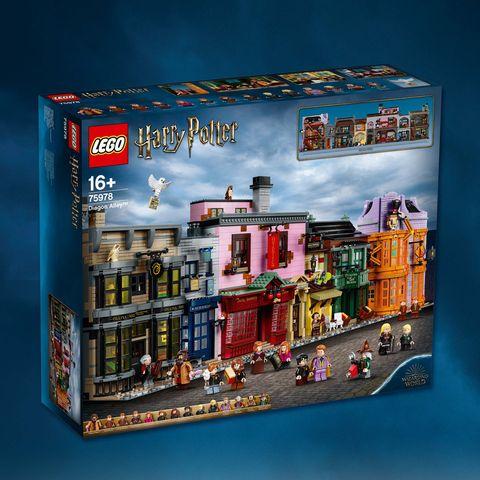 藍色背景中有印有斜角巷的盒子