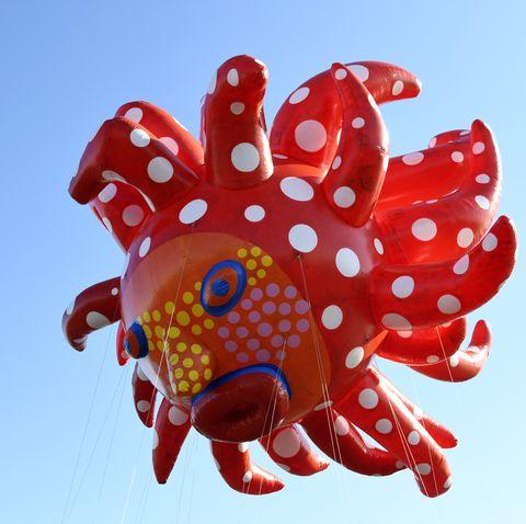 Yayo Kusama Balloon Macy's Thanksgiving Parade