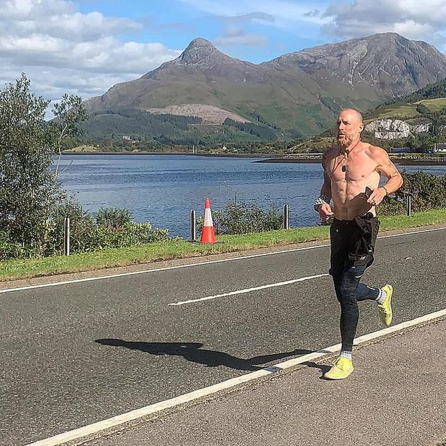 Mountainous landforms, Road, Asphalt, Highland, Road surface, Hill, Mountain range, Shorts, Running, Knee,
