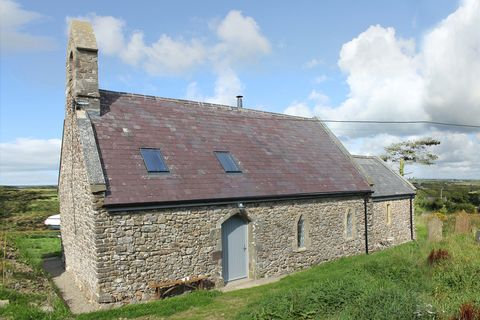 Cottage, Property, House, Roof, Croft, Highland, Rural area, Farmhouse, Building, Wall,