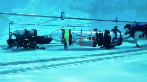 Underwater diving, Scuba diving, Underwater, Diving equipment, Diving, Recreation, Freediving, Swimming pool, Underwater sports,