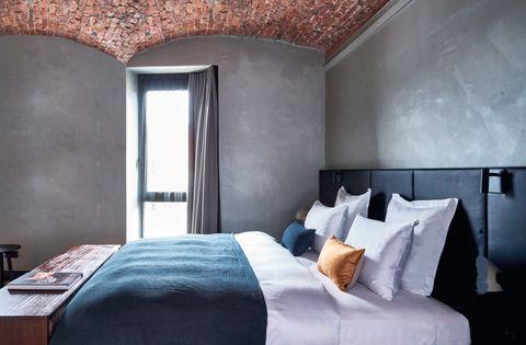Bedroom, Room, Bed, Furniture, Property, Wall, Bed sheet, Interior design, Building, Bed frame,