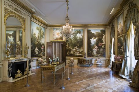 Room, Property, Interior design, Furniture, Building, Ceiling, House, Estate, Floor, Architecture,