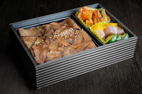 焼肉ジャンボ 白金の「厳選4種の焼肉弁当」
