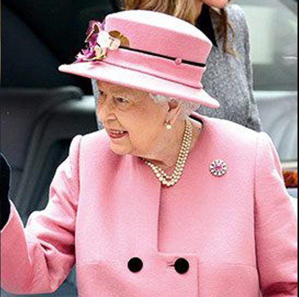 色使いの達人エリザベス女王がお手本!「暖色」vs「寒色」コート
