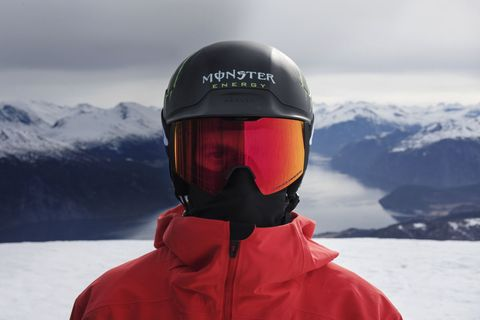 56a9cff77f Oakley Now Packs 3 Tint Lenses Inside Its Snow Goggles