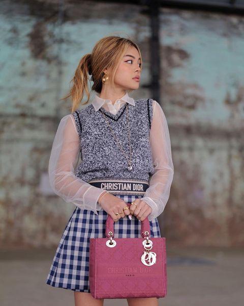 自帶戀愛感的「莓果粉色包」!16款時髦女人揹了就愛上的夢幻莓果色系包推薦