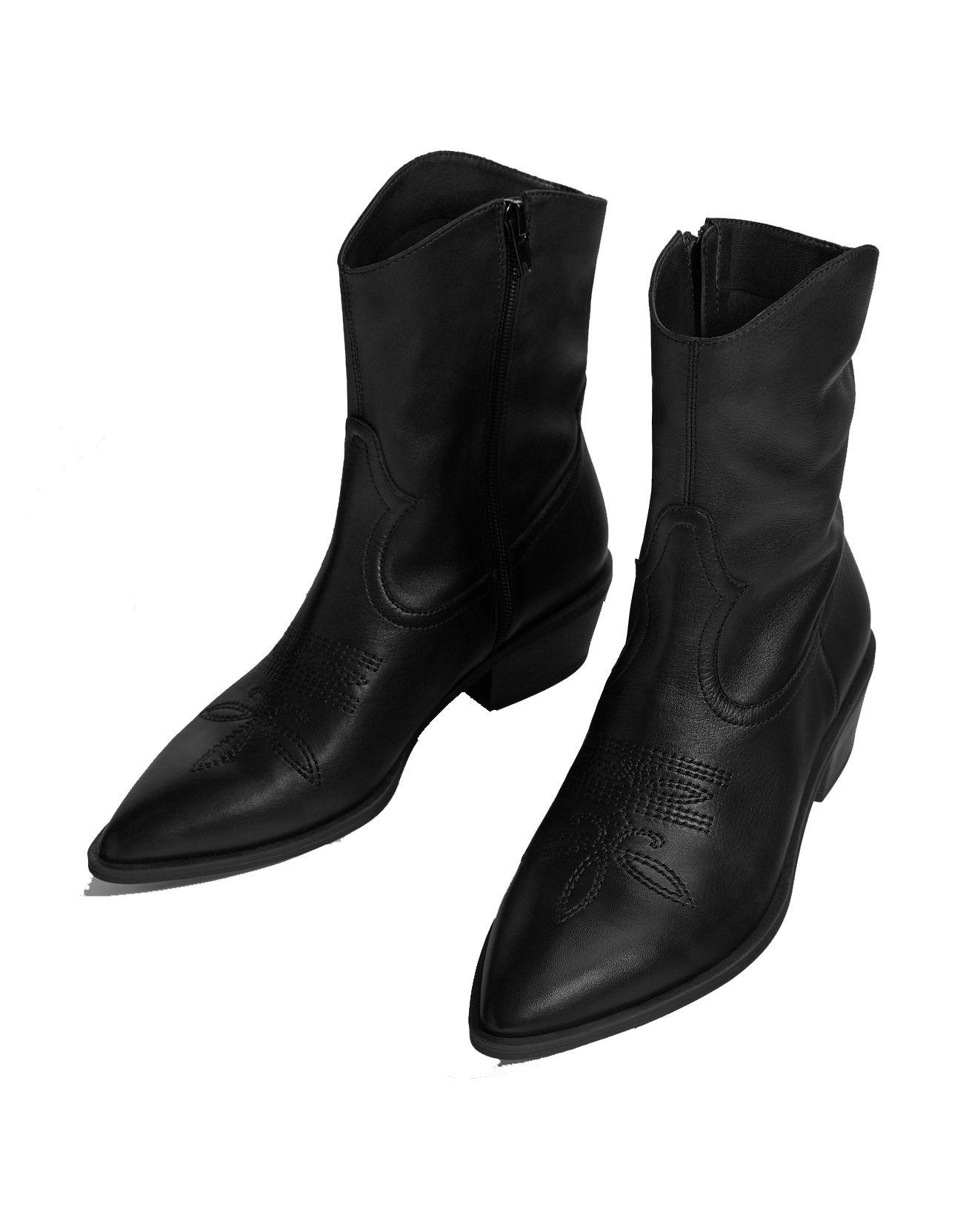1fea2e140c2 Bershka y los botines cowboy cowboy cowboy negros  low cost  con una  creciente f21736