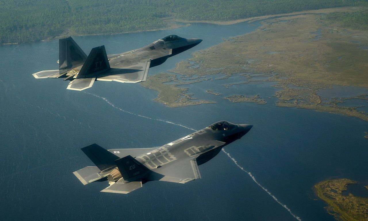Japan Wants Lockheed Martin to Make an F-22/F-35 Hybrid