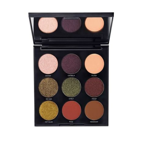 Eye shadow, Cosmetics, Eye, Organ, Human body, Powder, Face powder, Powder, Shadow,