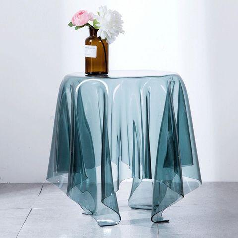 綠色的透明桌子
