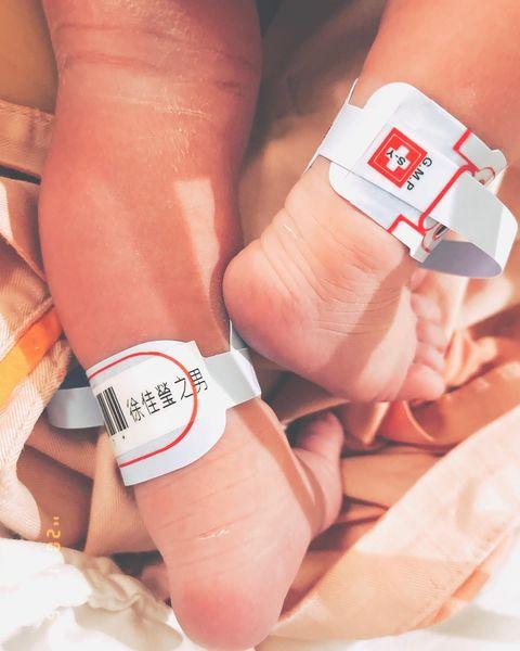 恭喜徐佳瑩生寶寶啦!ig曬出兒子小腳丫照片,幽默發文:「我剛剛⋯生了個孩子」