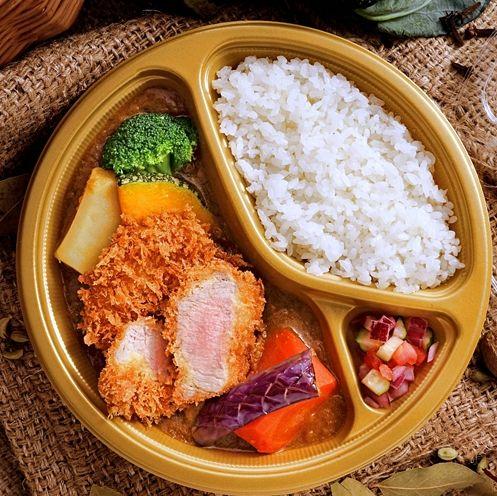 對抗新冠肺炎必買噴香「外帶餐盒 」!名氣餅咖哩、紅廚川菜比內用還澎湃