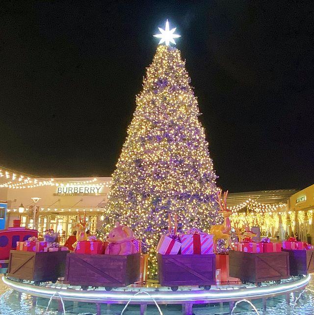 2020《華泰名品城聖誕村》打造絕美漫天雪景!八米夢幻聖誕樹、耶誕小市集、巨型禮物盒超夢幻!