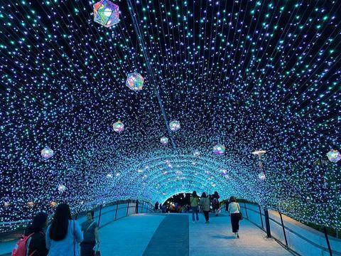 東京夢幻燈海搬來台灣!閃耀雪藍隧道現身台北中山,還有東京鐵塔、原宿教堂實在好浪漫