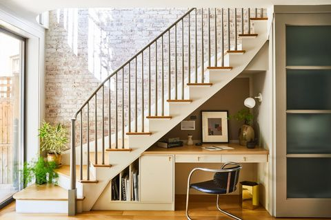 Stairs, Handrail, Property, Interior design, Room, Home, Building, Wall, House, Architecture,