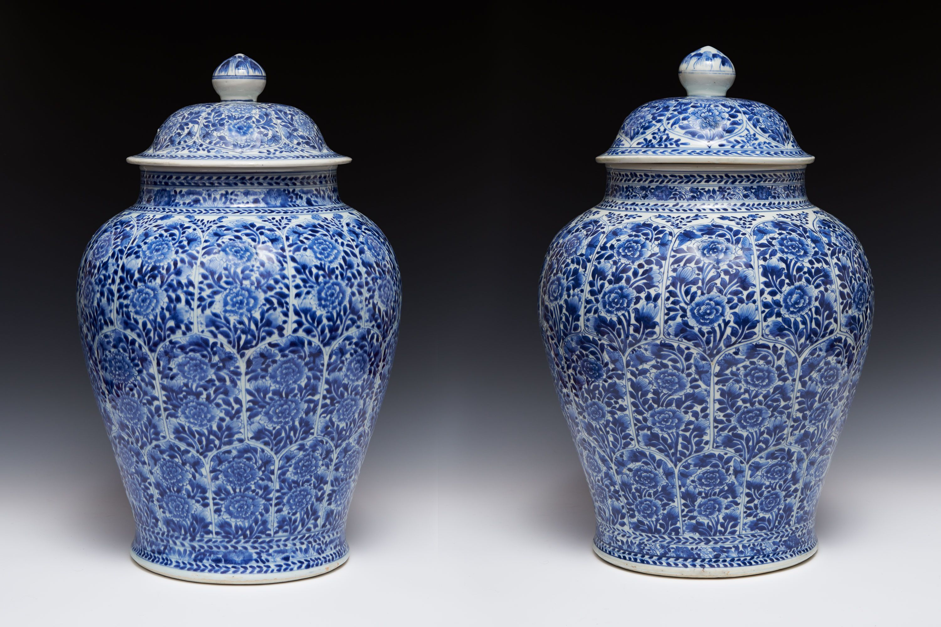 Pair of Chinese export porcelain baluster jars decorated in under-glaze cobalt blue, Kangxi Reign, Qing Dynasty