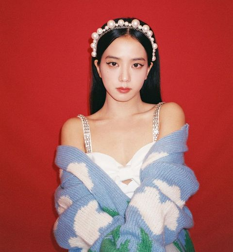 black pink jisoo 雲朵毛衣 珍珠髮飾