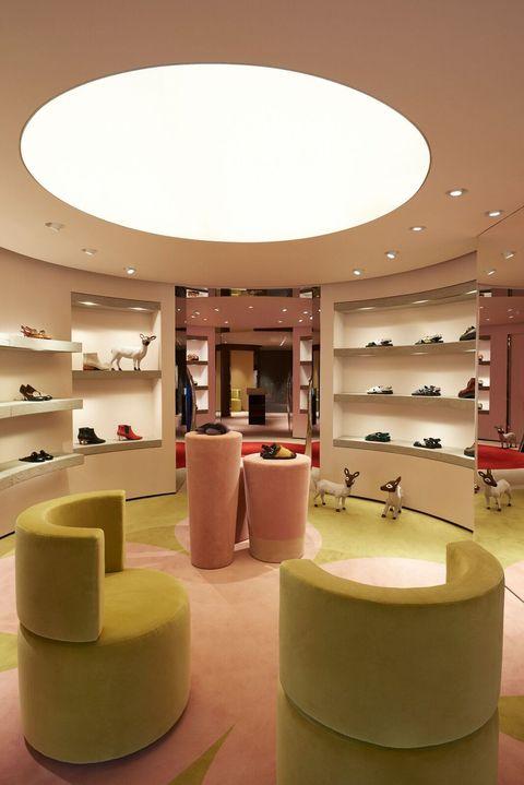 Interior design, Ceiling, Building, Lighting, Architecture, Furniture, Design, Lobby, Display case, Room,