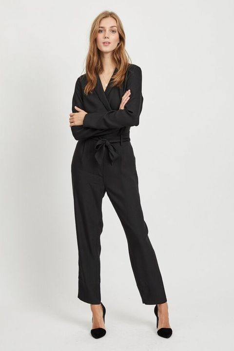 Clothing, Waist, Fashion model, Suit, Leg, Neck, Shoulder, Formal wear, Standing, Trousers,