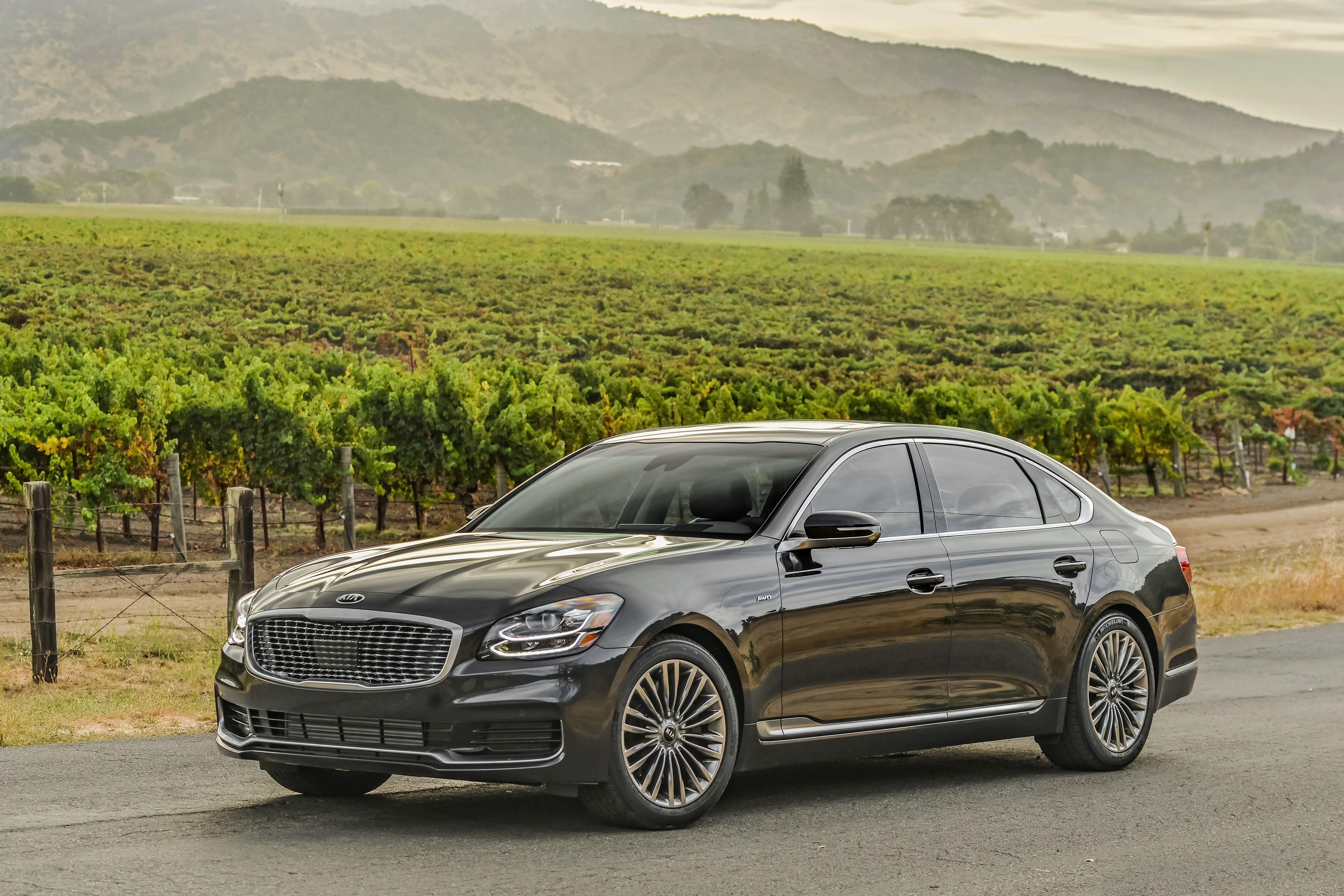 14 Best Big Luxury Sedans Top Full Size Luxury Cars Ranked