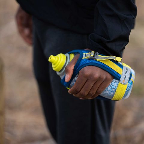 runner with handheld water bottle