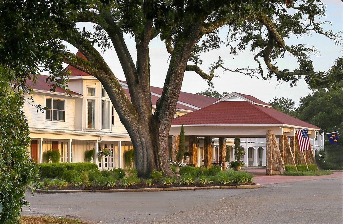 You Could Be the Owner of a Famous Mississippi Hotel That Elvis Frequented