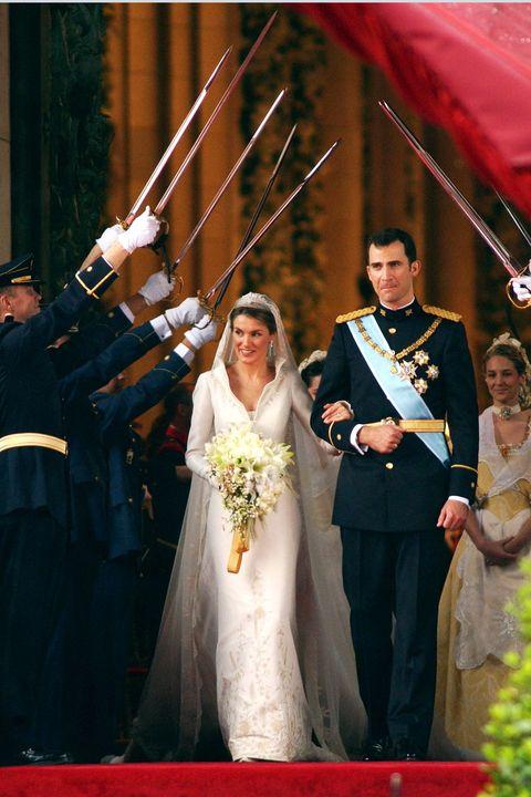 bride, gown, wedding dress, photograph, marriage, bridal clothing, ceremony, dress, veil, wedding,