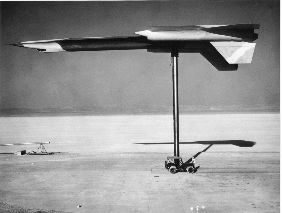 Area 51 Engineer Drops Declassified Photos of the CIA's Secret Spy Plane thumbnail