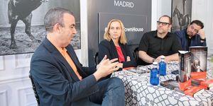 Lorenzo Silva, Noemí Trujillo y Ramón Campos nos cuentan cómo se han aliado con el enemigo para trasladar algunos casos policiales a libros o series de televisión.