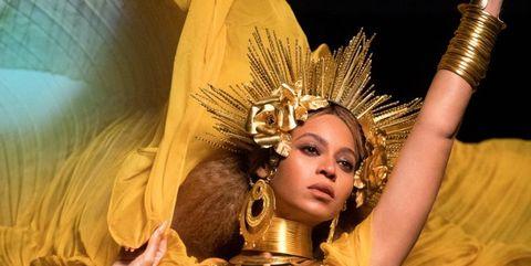 Performing arts, Headgear, Dancer, Abdomen, Trunk, Headpiece, Muscle, Thigh, Samba, Costume,