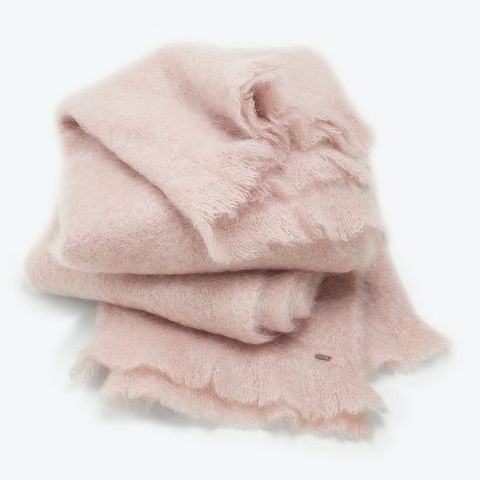 White, Pink, Fur, Wool, Textile, Linens, Towel, Beige, Outerwear, Scarf,