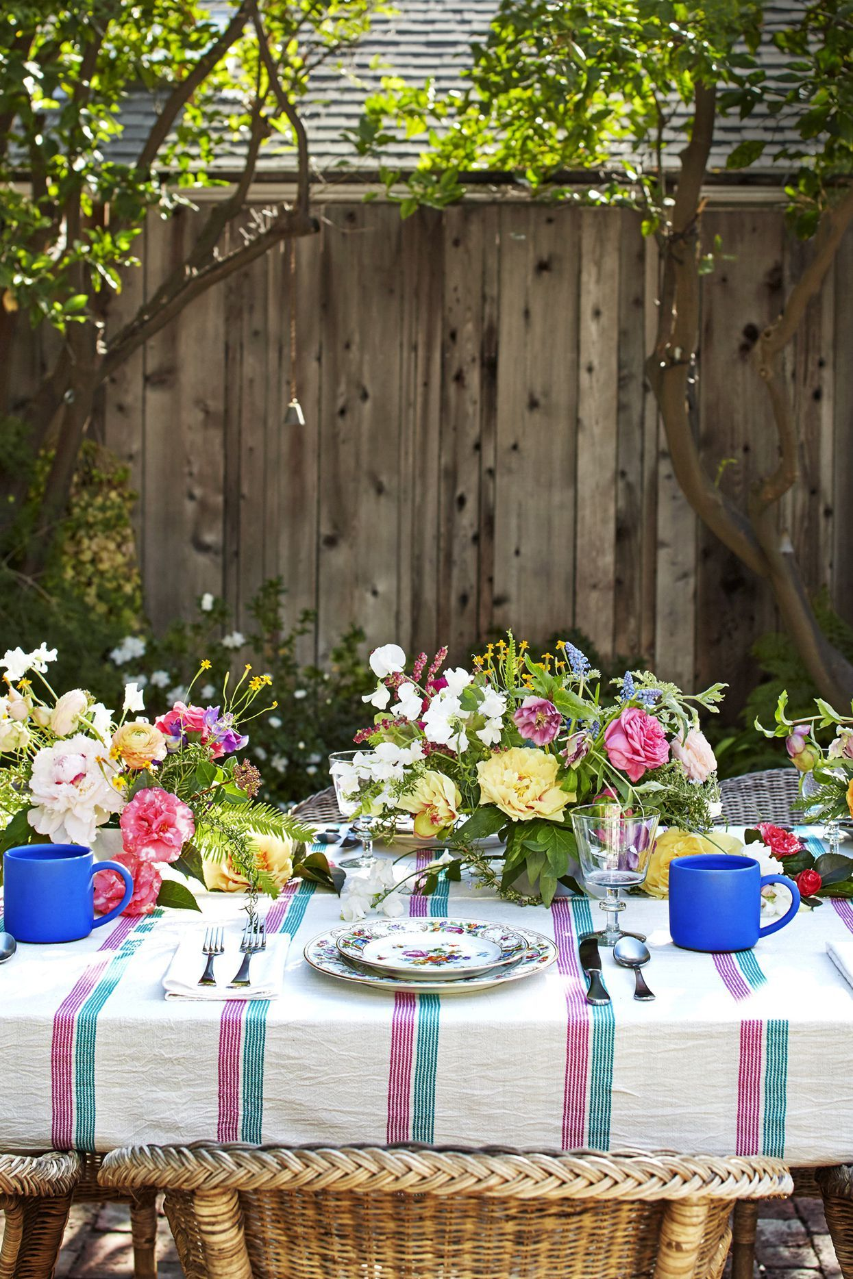 outdoor spring centerpieces