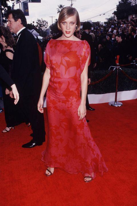 Red carpet, Carpet, Dress, Clothing, Flooring, Gown, Premiere, Shoulder, Fashion, Event,