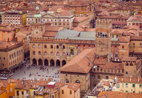 Town, Roof, City, Human settlement, Landmark, Urban area, Architecture, Building, Neighbourhood, Medieval architecture,