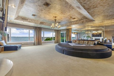 Shaq master bedroom