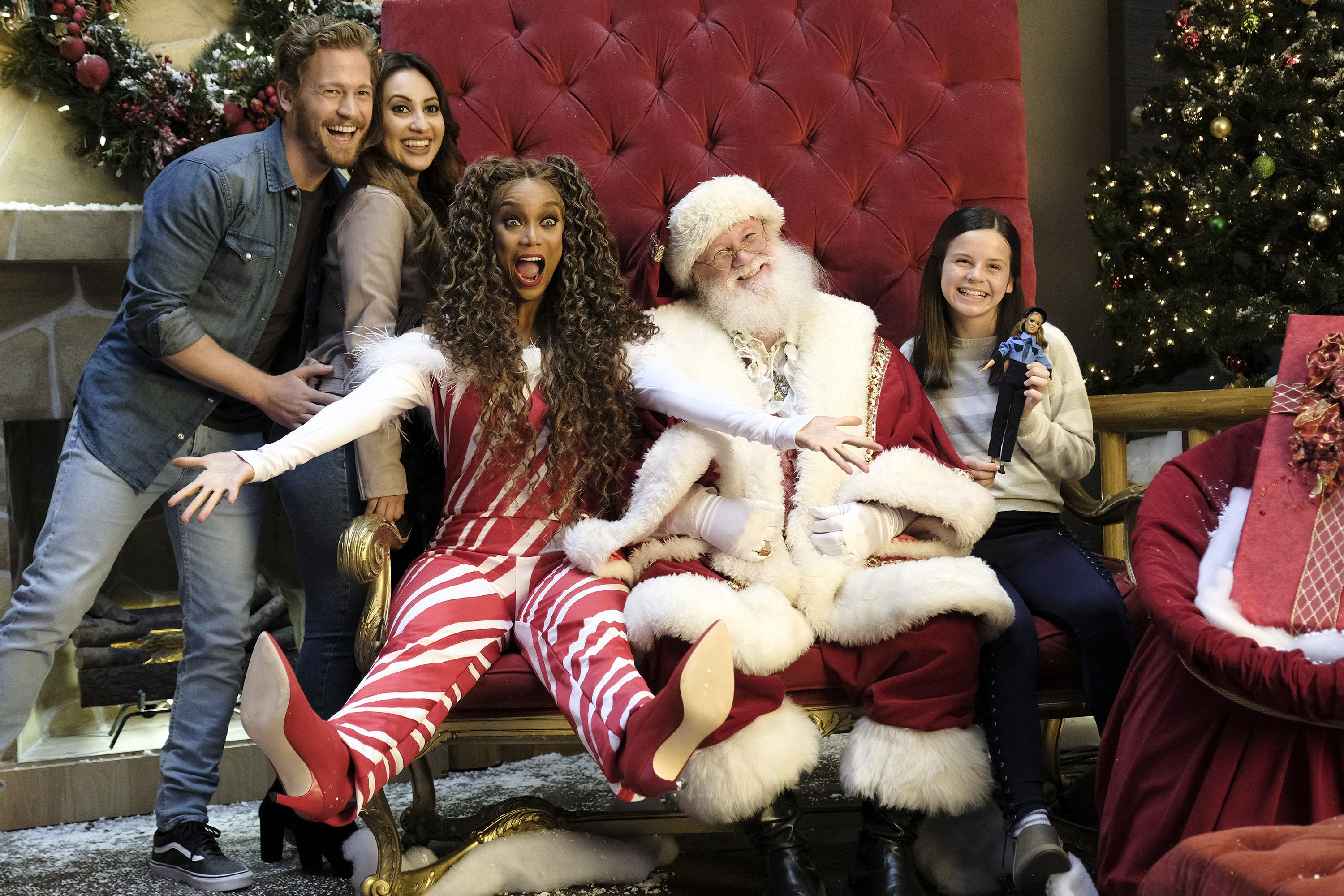 Freeform 25 Days Of Christmas 2021 Schedule The Full Schedule For Freeform S 2018 25 Days Of Christmas Features Life Size 2 And Disney Classic Films