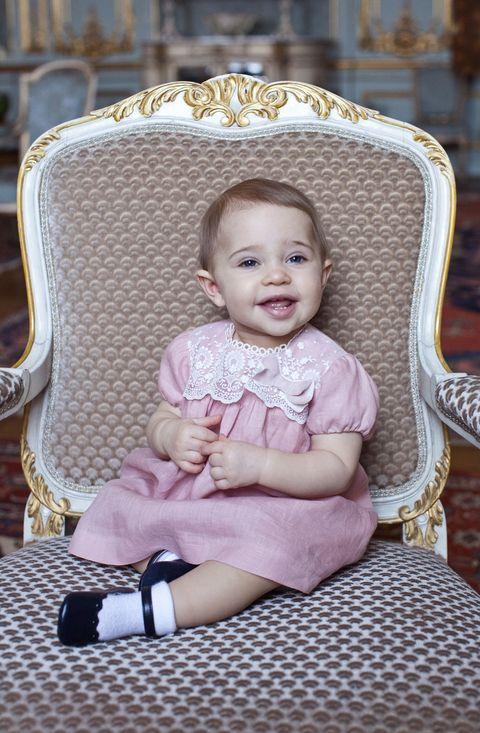 hkh prinsessa leonore fyller 1 år den 20 februari 2015 fotografiet är taget i sibyllas våning på kungliga slottet i stockholm