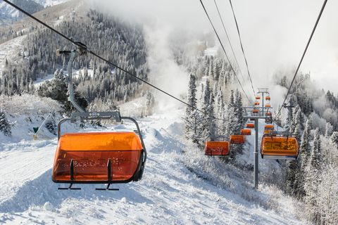 Snow, Cable car, Winter, Geological phenomenon, Transport, Cable car, Mode of transport, Vehicle, Snowplow, Sky,