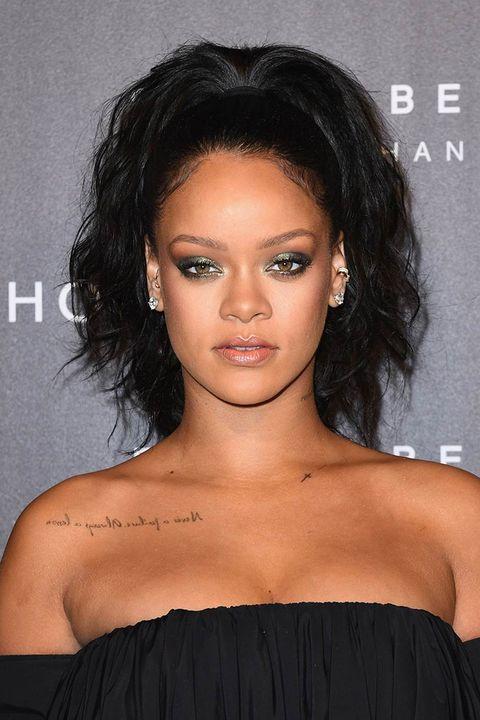Hair, Face, Hairstyle, Shoulder, Eyebrow, Black hair, Chin, Beauty, Lip, Forehead,