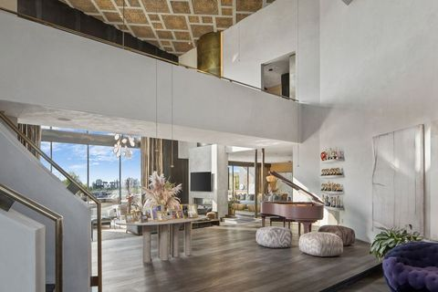 Interior design, Property, Floor, Architecture, Room, Ceiling, Wall, Flooring, Real estate, Home,