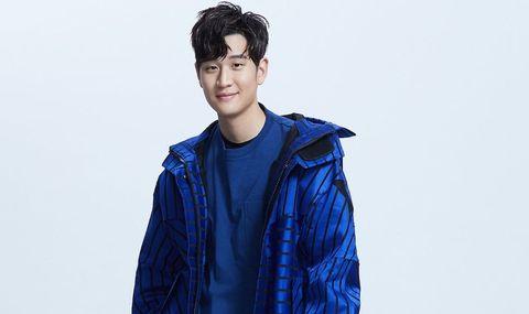 Blue, Clothing, Cobalt blue, Outerwear, Jacket, Electric blue, Fashion, Shoulder, Cool, Human,