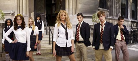 gossip girl   pictured l r nicole fiscella, leighton meester, taylor momsen, nan zhang, blake lively, penn badgley, chace crawford, ed westwick stars in gossip girl on the cw photo credit the cw  andrew eccles © 2007 the cw network, llc all rights reserved